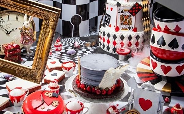 アリスの気分で奇妙なお茶会を体験♩ヒルトン大阪のハロウィンビュッフェは大人のグロかわスイーツがいっぱい♡