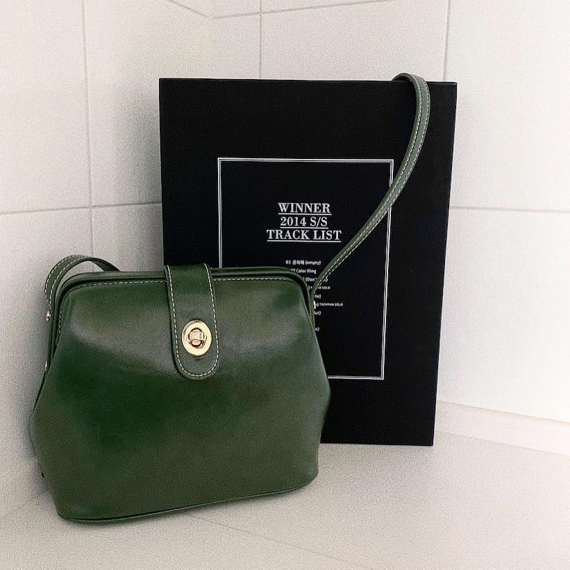 韓国通販サイト「OHOTORO」のミニバッグが上品でかわいい…。どんなコーデにも合うから毎日愛用中です♡