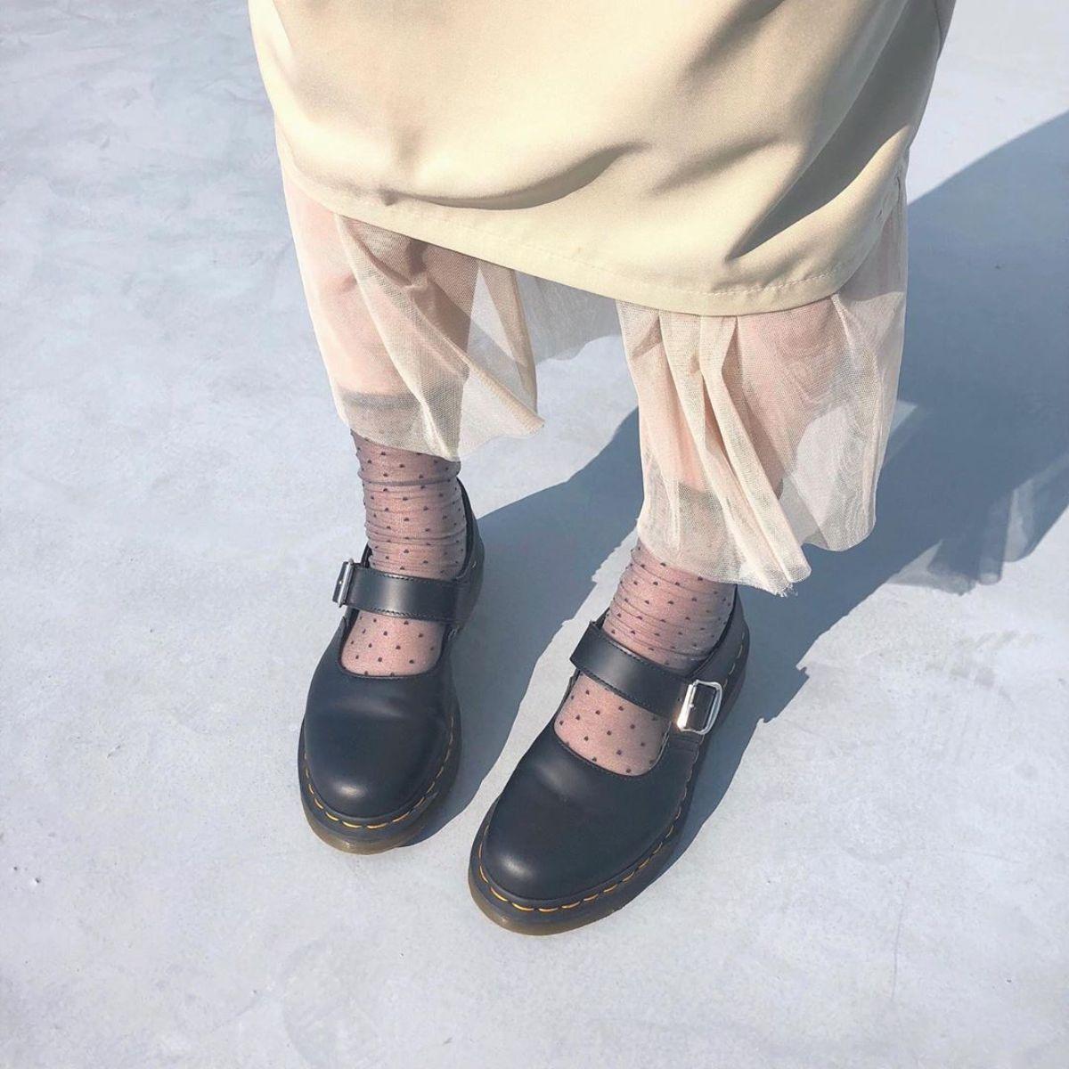サンダルは寒いけどブーツは暑い…この季節に履くべきなのは断然【ドクターマーチン】のシューズでした♡
