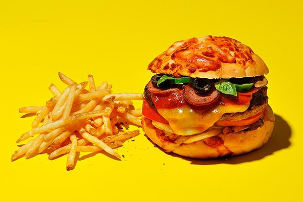 8種のチーズを投入した前代未聞のバーガーも!「J.S. バーガーズカフェ」でチーズ好きマストチェックなフェアが開催