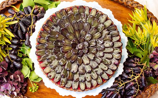 新作は「魔女の指」みたいな葡萄がたっぷり!キルフェボンにハロウィンカラーのタルト3種がお目見え♩