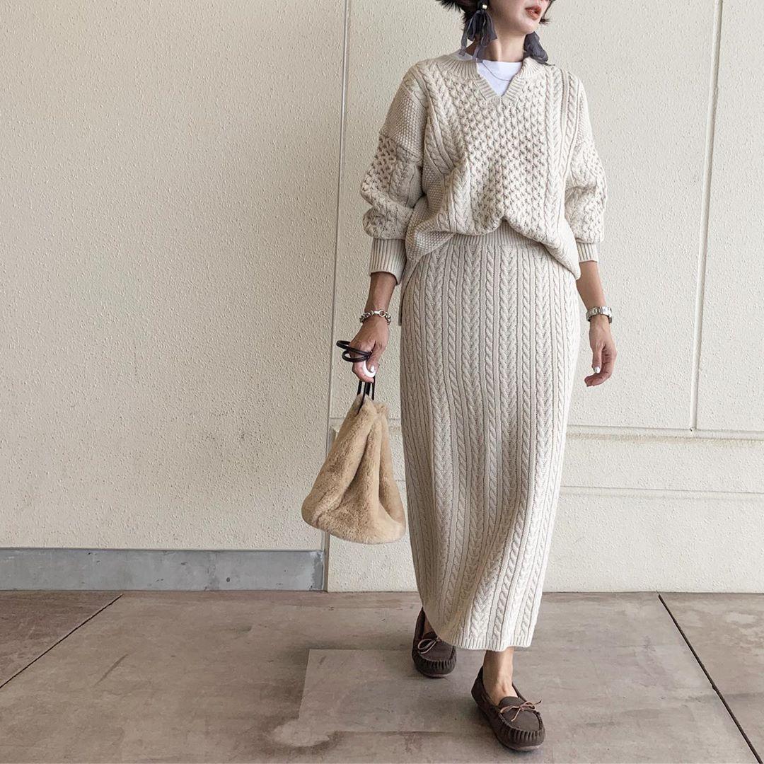 GUの「ケーブルニットナロースカート」が大人っぽい。足首ギリギリな感じがぺたんこシューズと相性抜群です♡
