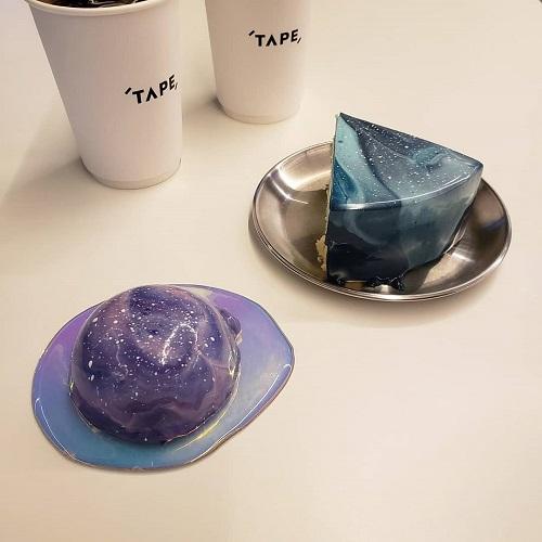 この正体は一体何...⁉美しすぎる見た目から目が離せない宇宙がコンセプトの「CAFE TAPE」が気になるんです♡