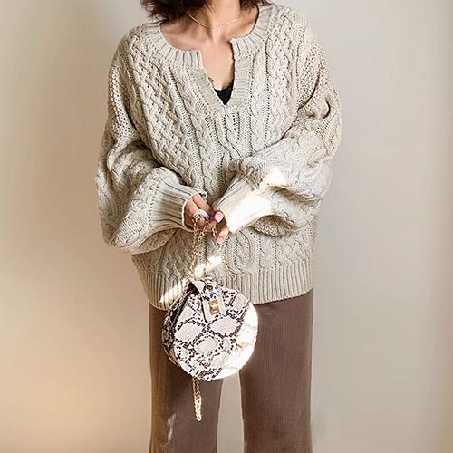 セットアップでも着られる♡GUの「ケーブルキーネックセーター」はGET必須の優秀アイテムでした!