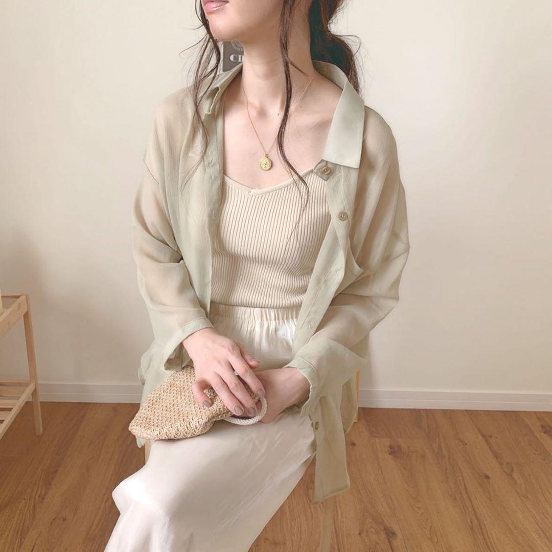 インする?しない?この秋冬マストバイの「シアーシャツ」の着こなし正解コーデをまとめました!