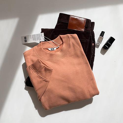 ユニクロユーの「スウェットクルーネックシャツ」は着回し力抜群♡色違いでGETしたい優秀アイテムでした!