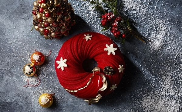 真紅のリース型ケーキはマストチェック!シャングリ・ラ ホテル東京に華やか×大人かわいいクリスマスケーキがお目見え♡