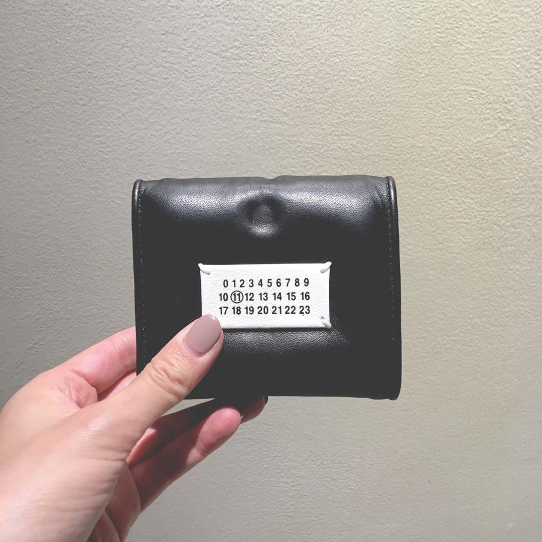 """この""""ぷっくり""""した感じ伝わる?人と被らないお財布を探し中の方へ…マルジェラの「グラムスラム」がおすすめ♡"""