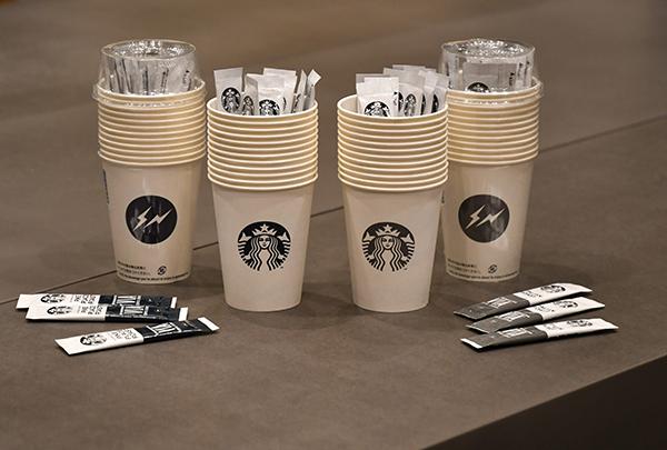 """スティックタイプのコーヒーを楽しむセットで手軽にスタバ気分♡藤原ヒロシ主宰""""fragment design""""とのコラボ商品に注目"""