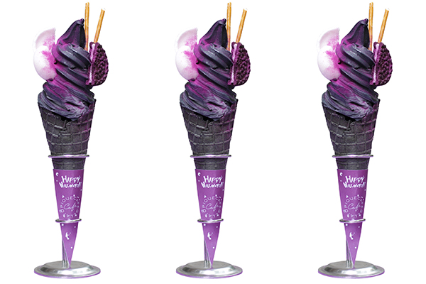 真っ黒な見た目がインパクト大!「ジェラート ピケ カフェ」で人気のソフトクリームがハロウィン仕様で登場