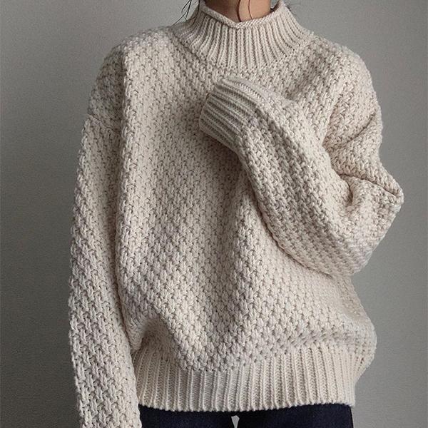 アウターの下でも主役級の存在感…GUのざっくり編み「カノコハイネックセーター」が高見えするんです♡