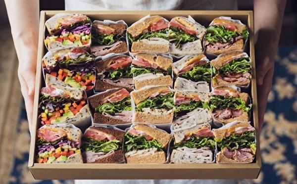 ホムパの主役はこれで決まり♡キング・ジョージ サンドイッチバーにホリデーシーズン限定の贅沢サンドがお目見え♩