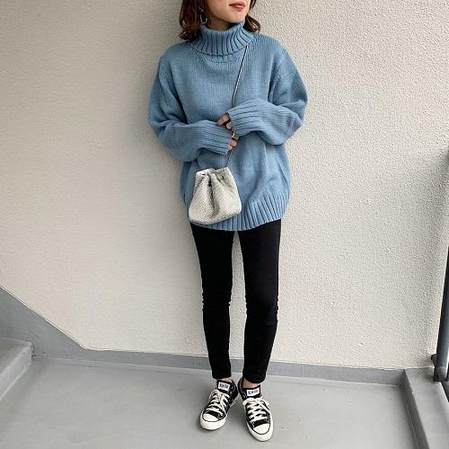 昨年も人気すぎた「GU」のタートルネックセーターがバージョンアップ。ゆるっと感がかわいすぎると話題です♡