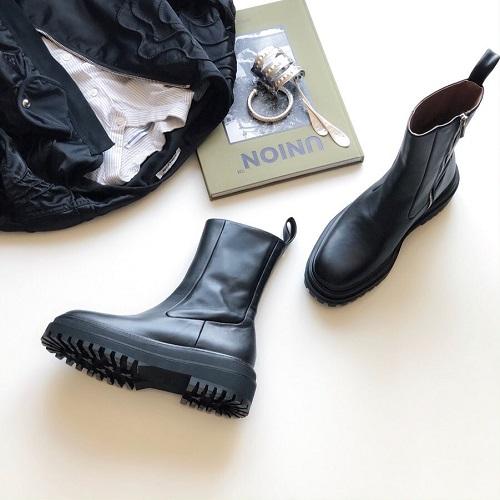 ZARAおすすめ品はこれだ!ボッテガのブーツにそっくりと話題の「レザーアンクルフラットブーツ」は買わなきゃ損です