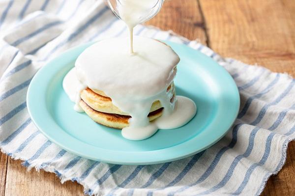 特濃ミルクソースがたまりません♡「ミルクカフェ原宿店」から究極の生クリームパンケーキが登場