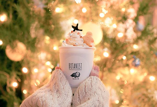 自分だけのかわいいツリーを好みのトッピングで完成。「ボタニスト カフェ」のホットチョコに思わずキュン♡