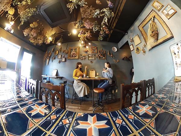 写真の撮り方にはとことんこだわります。みんな知ってるカフェが「ここどこ?」になっちゃう写真の撮り方とは