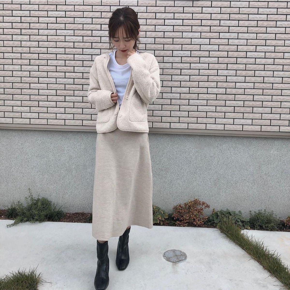 GUの「フレアミディニットスカート」は広がりすぎない高見えシルエット。セットアップにもできて万能なんです
