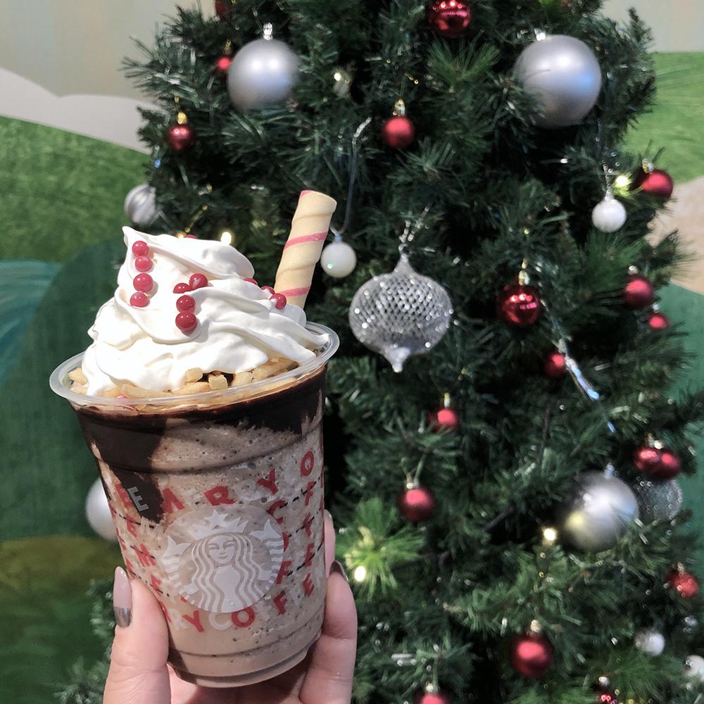 スタバ新作フラペチーノはチョコ×ポテトチップで甘じょっぱおいしい♡クッキーストローもポップでかわいいんです