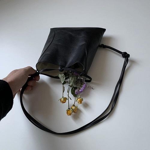 大切な日のギフトに贈りたい。年季が入るほど味が出てくる「MARROW」のバッグは上品で素敵すぎるんです◎