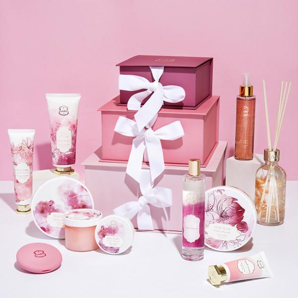 ラリンから桜をモチーフにした日本限定デザインが登場!春っぽいオリジナルアイテムも注目です♡