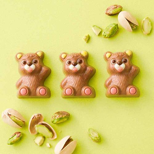 クマの形のかわいいチョコ。「ロイズ」の直営店で人気の「プチベアショコラ」がオンラインでも買えるように♡