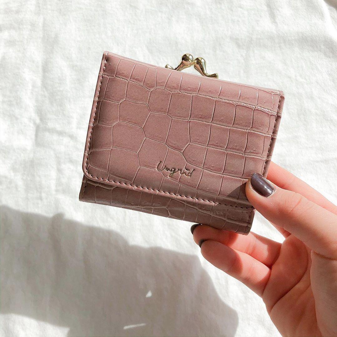Ungridの「ミニ財布」に待望の春カラー登場!大人っぽデザイン&片手に収まるサイズ感のトリコなんです♡
