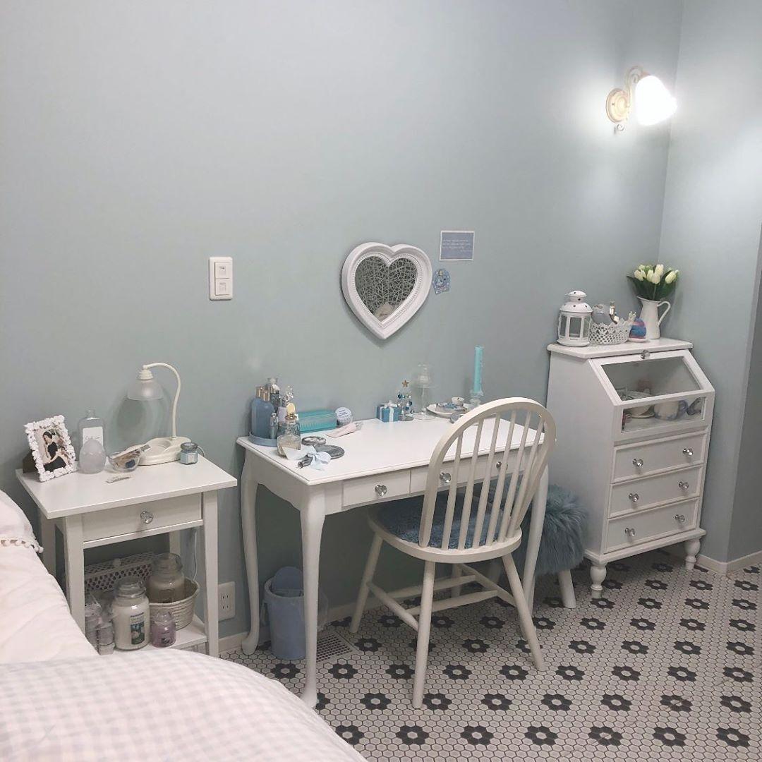 「くすみブルー」のお部屋にずっと憧れてました。たっぷりあるおうち時間に参考にしたいインテリアはこれだ♡