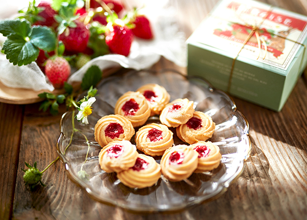 お花のような見た目もかわいい♡「ビスキュイテリエ ブルトンヌ」から苺を使ったサブレが期間限定で登場