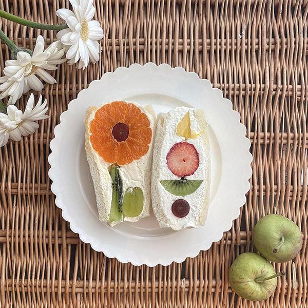 おしゃれすぎる萌え断に一目惚れ♡おうち時間で「フラワーフルーツサンド」を作る人が増加中ってウワサです◎