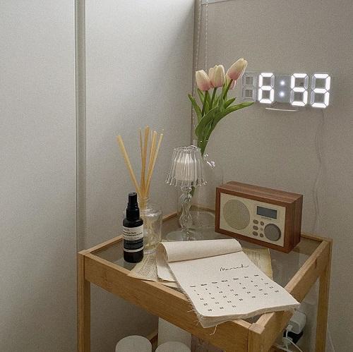 これ一つでお部屋が見違えた。新生活のおともにしたいIKEAの「ベッドサイドテーブル」は絶対に買うべき!