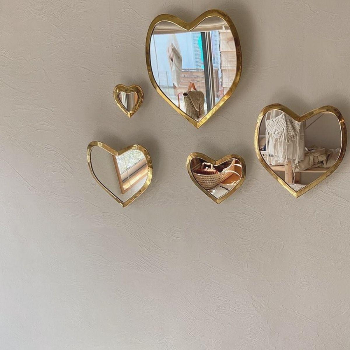 お部屋には「壁掛けミラー」を飾って自分を磨こう♡毎日をハッピーに過ごせるおしゃれデザインのものをご紹介