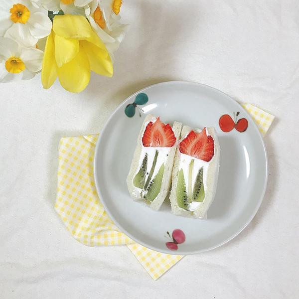 お花 フルーツ サンド