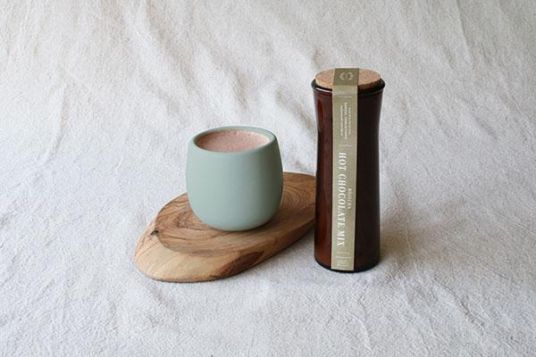家で極上のホットチョコ体験♡ダンデライオン・チョコレートから「ほうじ茶ホットチョコレートミックス」が登場