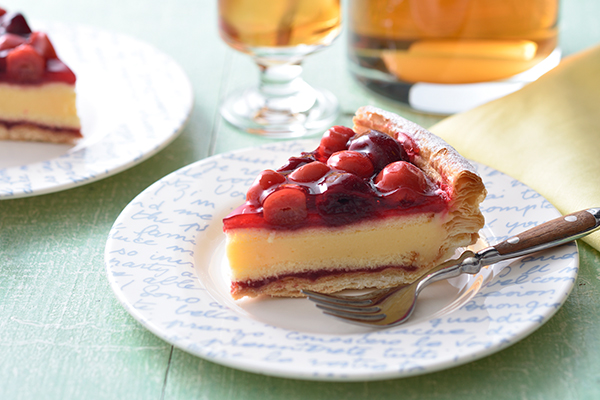 果実がゴロゴロ。「銀座コージーコーナー」の期間限定フルーツパイは暑い日にもさっぱりおいしく楽しめそう♡