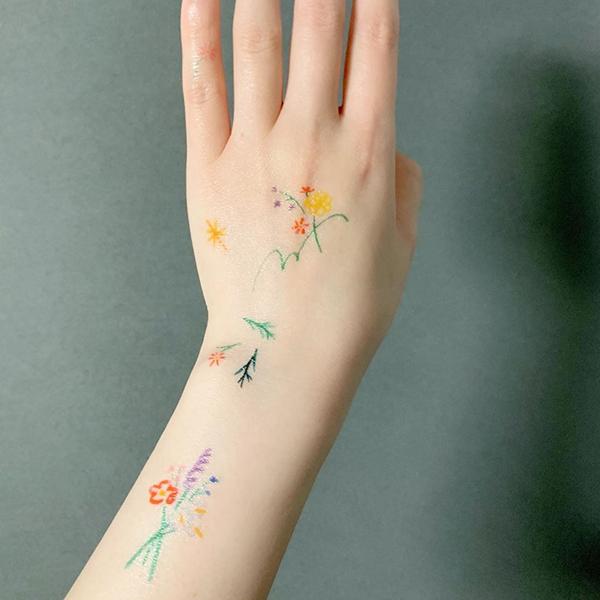 水を使わずに10秒で貼れる「Instant Tattoo」がかわいすぎるんです♡夏はこれでヘルシーに肌見せしない?