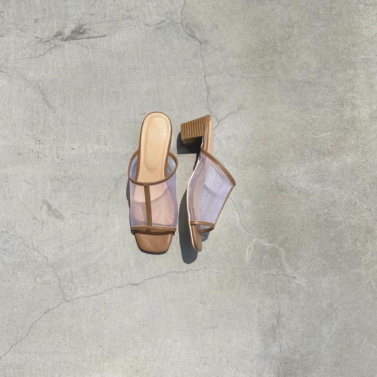 今年の夏は「チュールサンダル」で大人な抜け感を。裸足のようなヌーディーなデザインがおしゃれなんです♪