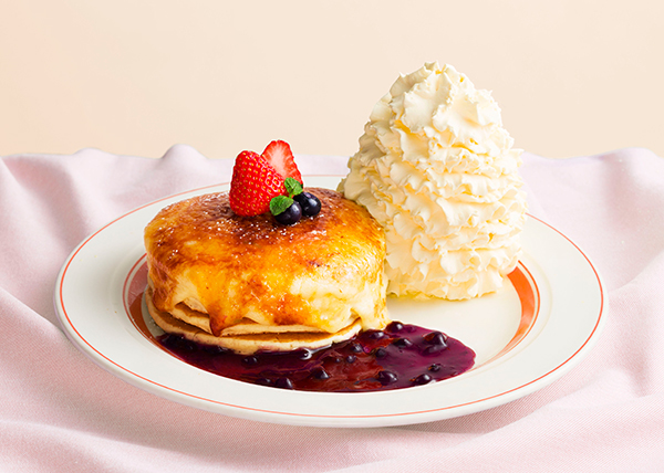 爽やかだけど濃厚♡「エッグスンシングス」に期間限定メニュー「クリームチーズのブリュレパンケーキ」が登場