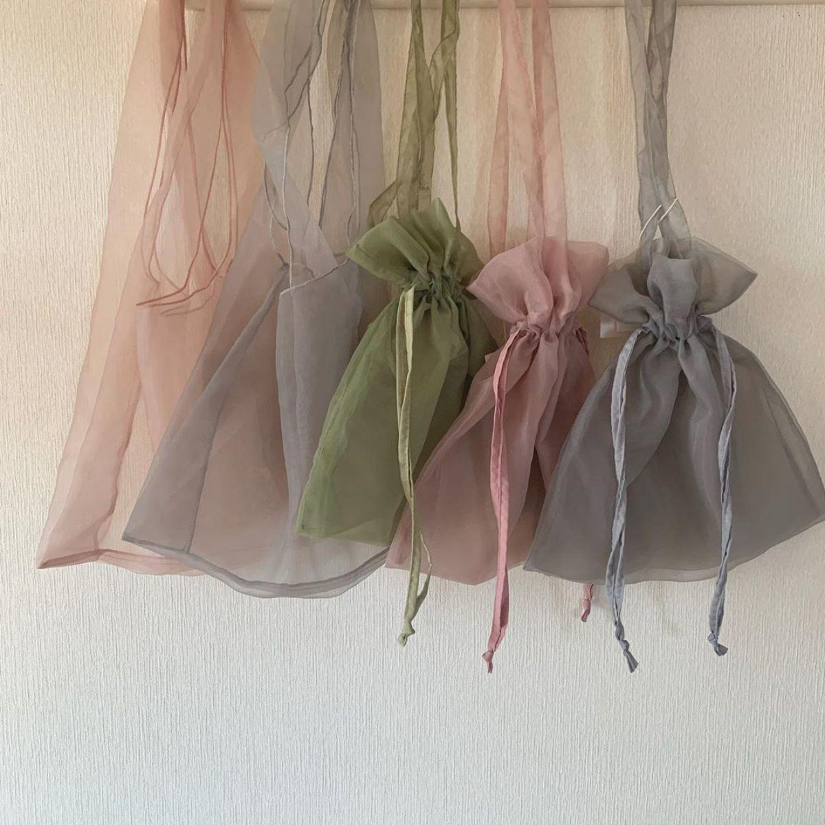3Coinsの「シフォンバッグ」がかわいすぎる♡ほどよい透け感とくすみカラーでおでかけが楽しくなりそうです♪