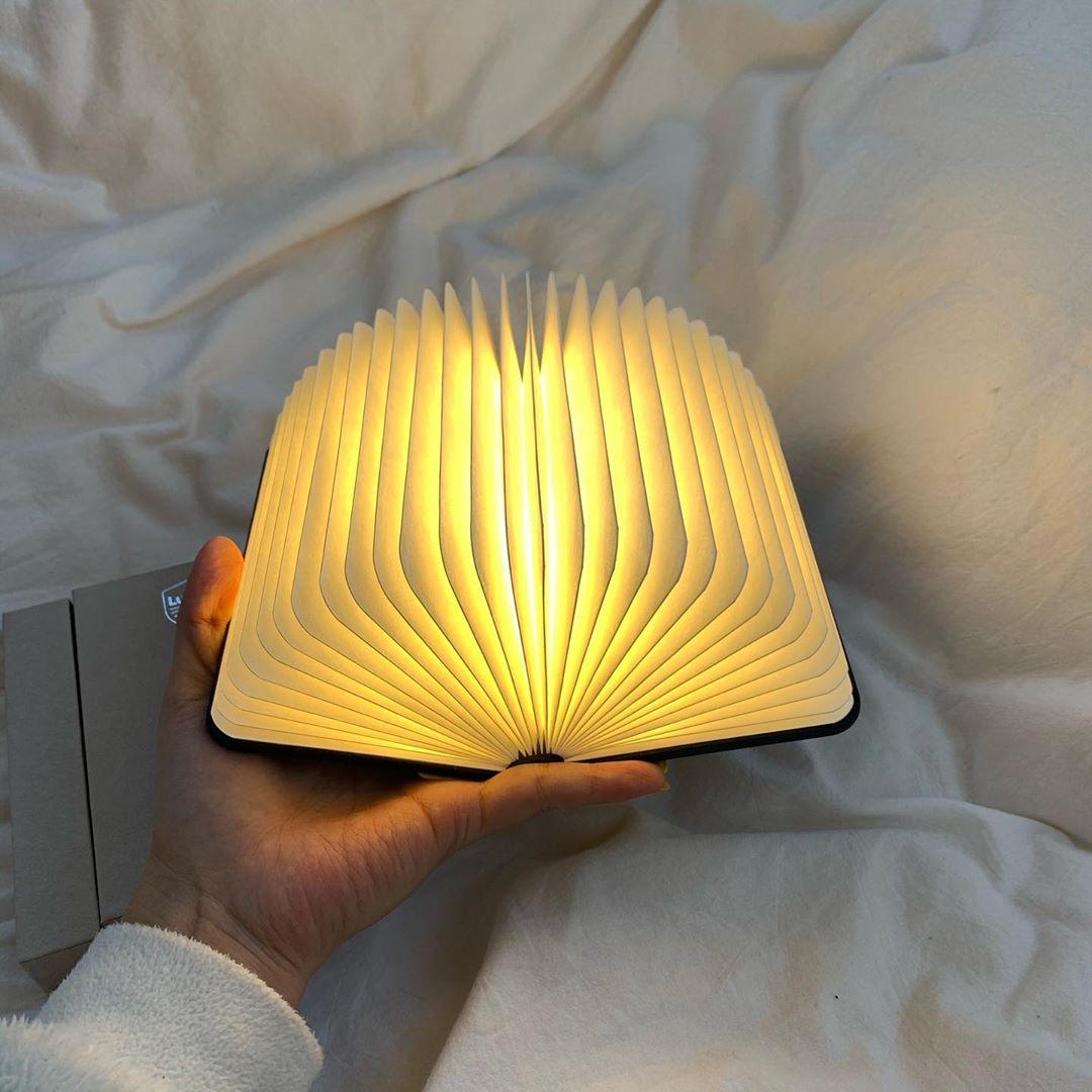 夜のお供に「ブックランプ」はいかが?読書時間が有意義になる&インテリアとしても使えちゃうと話題なんです