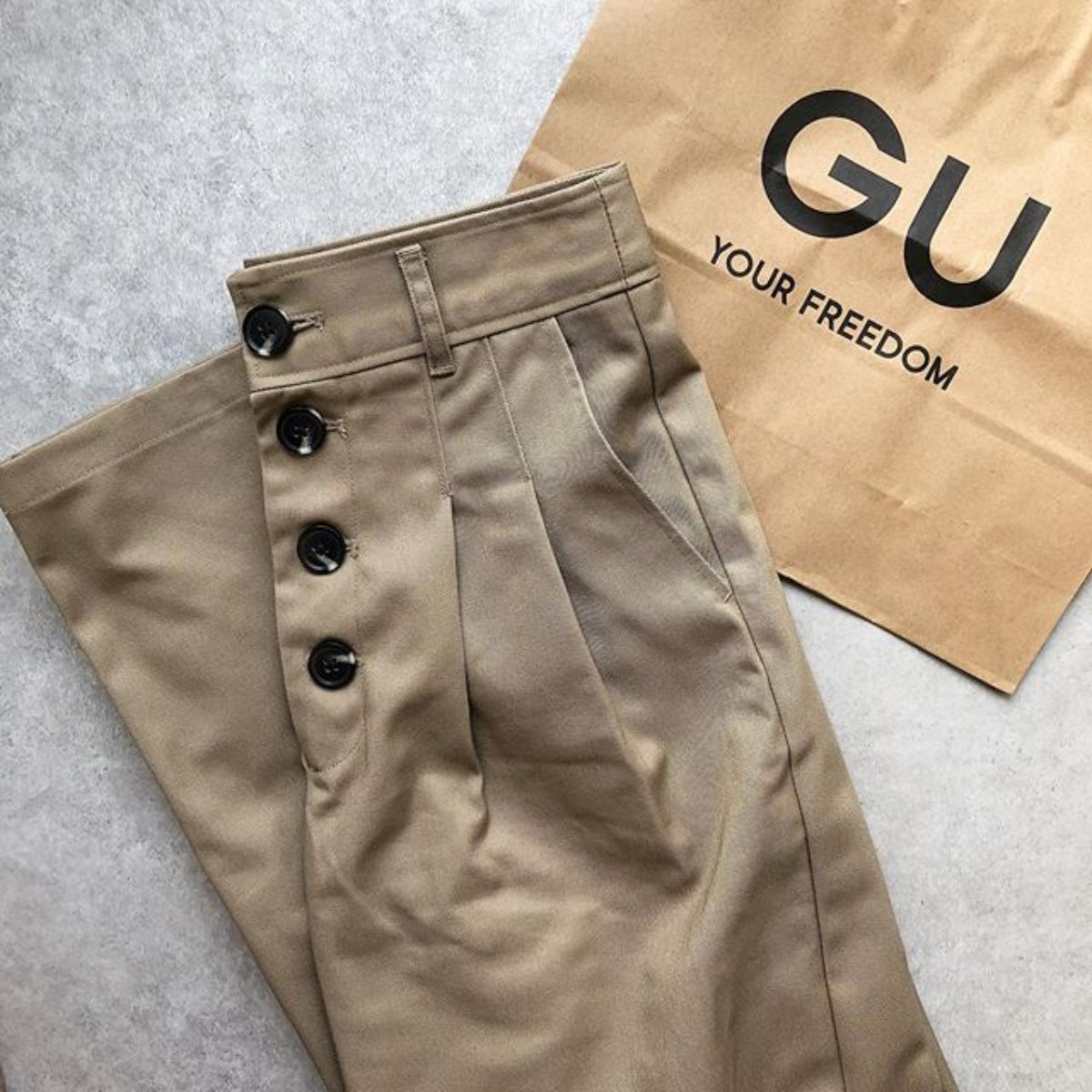 GUで今だけ990円の「チノハイウエストボタンワイドパンツ」がかわいい!カジュアルコーデに万能なんです◎