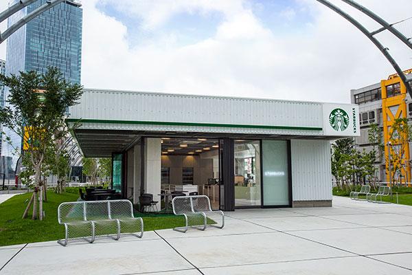 """生まれ変わった""""宮下公園""""内に唯一出店。「スターバックス コーヒー MIYASHITA PARK店」が8月4日オープン"""