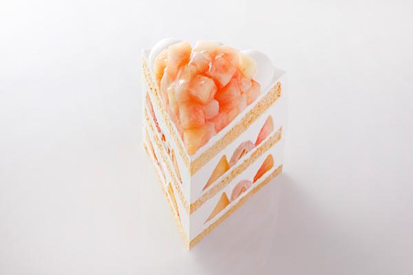 少し奮発してでもこの機会に食べてみたい!旬の桃を使った『幻のケーキ』がホテルニューオータニの東京と幕張に