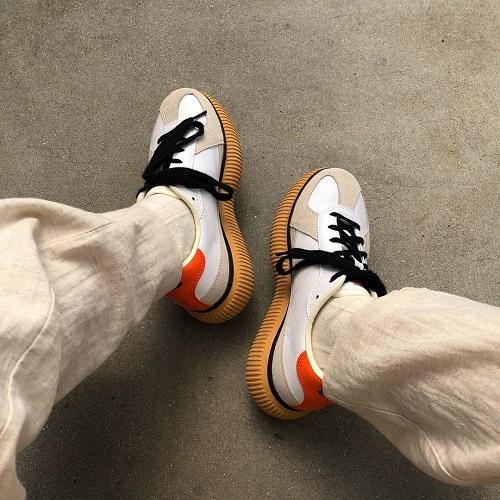 ソールのラバーが上履きみたいでかわいい♡「オニツカタイガー」の厚底スニーカーが近々流行りそうな予感です