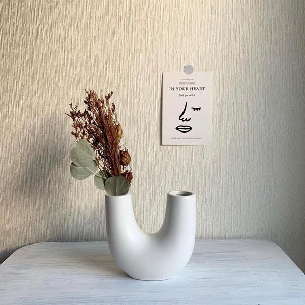 秋のお花はスリーコインズの「陶器フラワーベース」に飾るのがおしゃれ♡韓国カフェ風のお部屋になると大人気◎