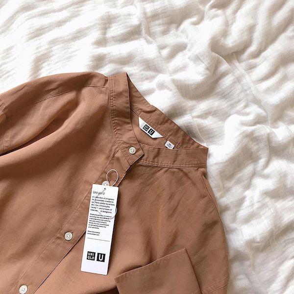 ユニクロの人気アイテム「シアーバンドカラーシャツ」が値下げ中♡今なら1000円OFFで買えちゃいます◎