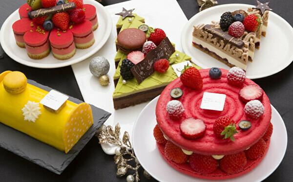 新作は真っ赤なフレジエ&モミの木モチーフ♩おうち時間を華やかにするサダハルアオキのクリスマスケーキ♡