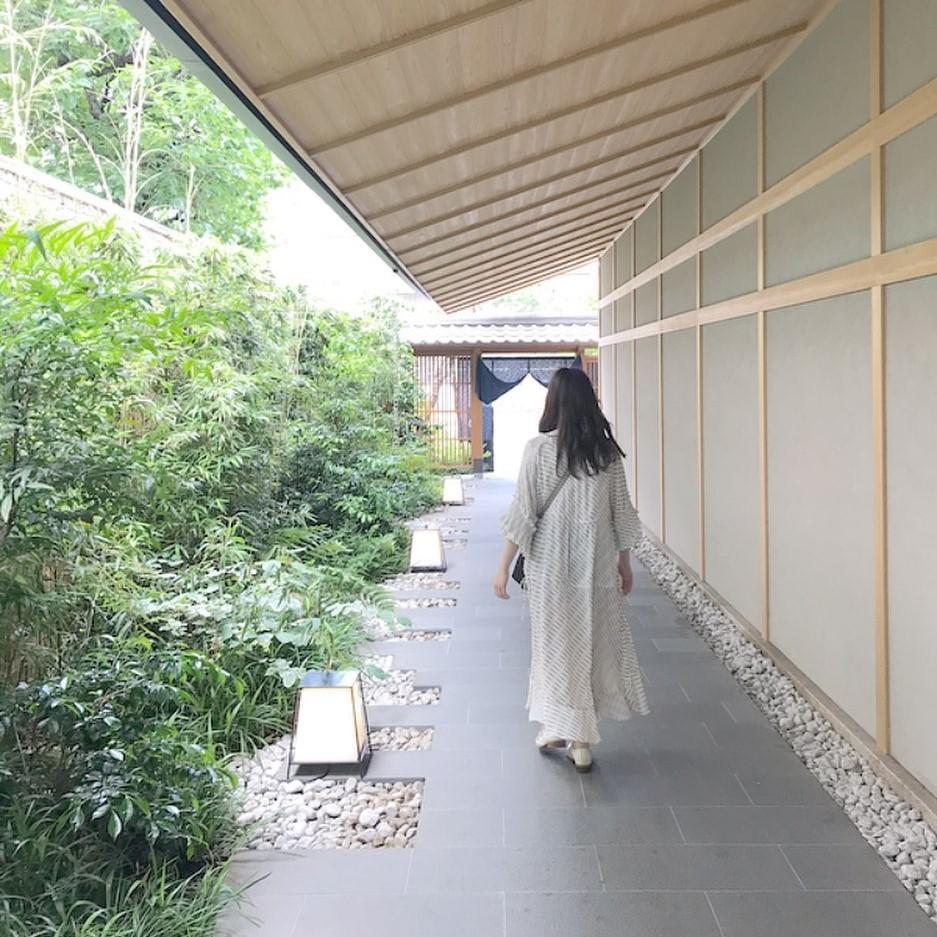 """新宿で""""箱根気分""""が味わえるって本当?!本格的な露天風呂が楽しめる温泉旅館「由縁」が若者の間で話題なんです♡"""