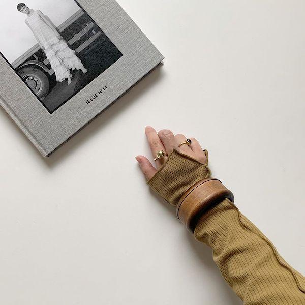 絶妙な袖のスリットにきゅん♡GUの「リブメロータートルネックT」はロングシーズン使えて便利かも◎
