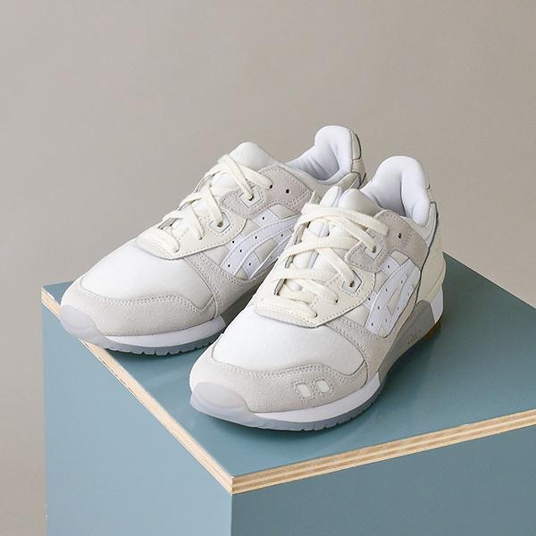 emmiがアシックスの別注モデルを発売♡きれいめなスタイルにもマッチするナチュラルカラーで履きやすさ100点